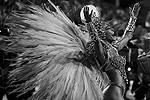 Женщина-птица на бразильском карнавале (фото: Paulo Whitaker/Reuters)