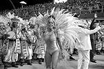В пятницу вечером в крупных городах и небольших населенных пунктах Бразилии начался главный народный праздник страны – карнавал (фото: imago stock&people/Global Look Press)
