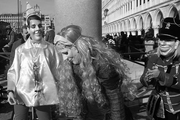 Организаторы заявляют, что появление в Венеции уличного политического театра – возобновление старых традиций