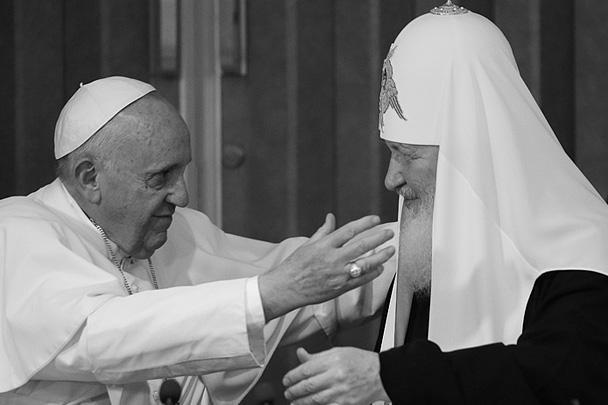 Папа подарил патриарху частицу мощей святителя Кирилла и чашу для причастия