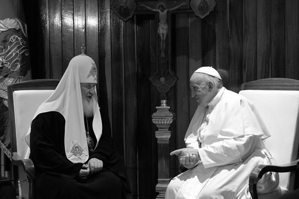 Патриарх рассказал папе, что приехал на встречу к нему в панагии, которая принадлежала митрополиту Московскому Филарету (Дроздову), а затем патриархам Алексию Первому и Пимену