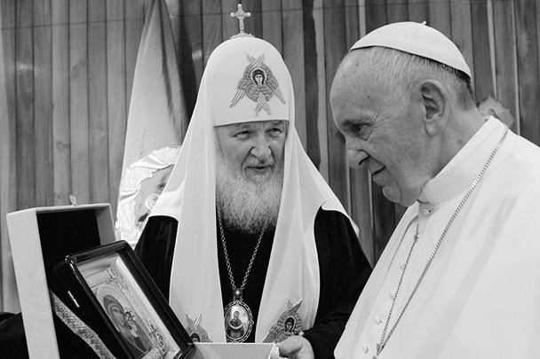 Патриарх подарил папе римскому список Казанской иконы Божией Матери и свою книгу «Свобода и ответственность» на испанском языке