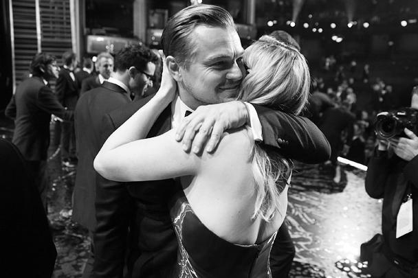 Актриса Кейт Уинслет, когда-то сыгравшая вместе с Ди Каприо в фильме «Титаник», расплакалась, радуясь успеху друга