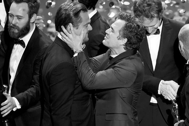 С первым «Оскаром» Леонардо Ди Каприо среди прочих поздравил актер Марк Руффало