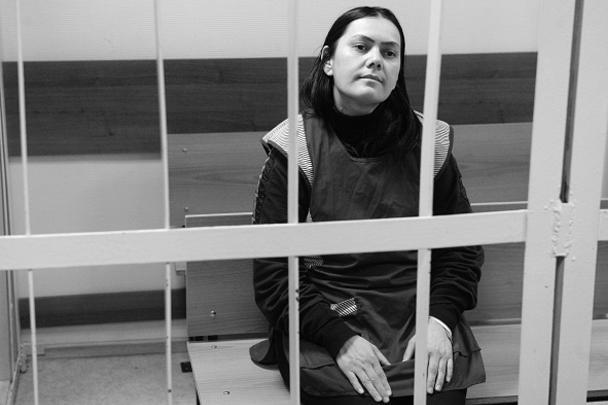На заседании суда няня вела себя уверенно и хладнокровно. Рассказала, что с мужем находится в разводе. У нее трое детей 20, 19 и 16 лет, которые проживают с родственниками в Узбекистане