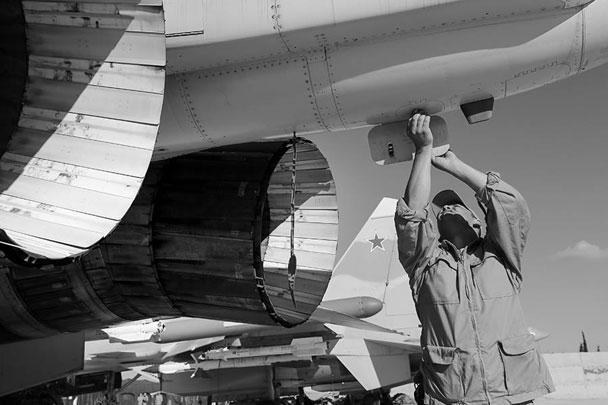 Первая группа самолетов, в том числе Ту-154 и бомбардировщики Су-34, уже вылетела из Сирии в Россию