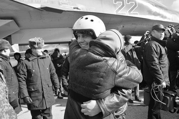 Российских летчиков встречают на авиабазе под Воронежем