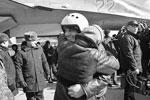 Российских летчиков встречают на авиабазе под Воронежем (фото: Ирина Соколова/ТАСС )