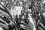 Праздничные мероприятия охватили большинство крупных российских городов. Люди вышли на улицы с флагами и плакатами, демонстрирующими поддержку крымского референдума. Акция в Москве собрала около 100 тысяч человек (фото: Сергей Бобылев/ТАСС)