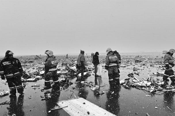 По информации ГУ МЧС России по Ростовской области, самолет при посадке задел крылом взлетно-посадочную полосу и разрушился