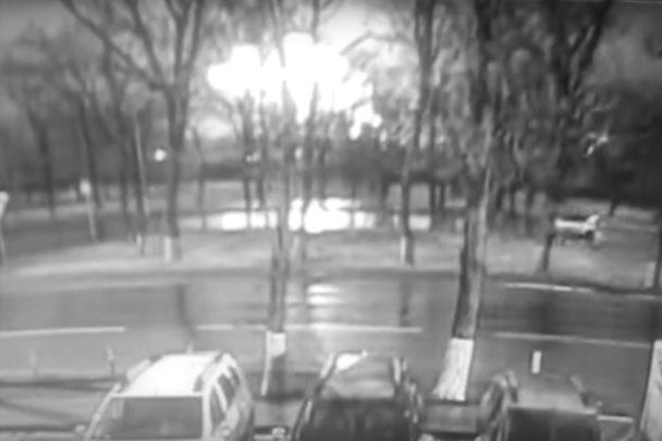 В Сети появилась видеозапись гибели лайнера авиакомпании FlyDubai в Ростове-на-Дону. На записи видно, как он взрывается после удара о землю