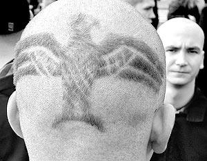 Характерно, что юный неонацист уже попадал в поле зрения прокуратуры – в связи со своей акцией на рижском гей-параде в 2005 году