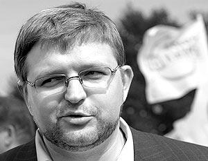 Московской городской думе предпочел перейти в «Единую Россию», которую председатель СПС Никита Белых назвал главным конкурентом на грядущих выборах