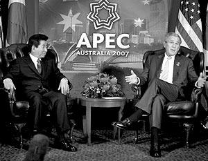 Джордж Буш, несмотря на настоятельные рекомендации конгрессменов, решил поступить по-своему и принял приглашение председателя КНР Ху Цзиньтао посетить Китай