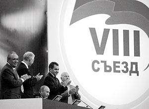 Борис Грызлов подчеркнул, что в декабре единороссы намерены получить не менее 300 мандатов