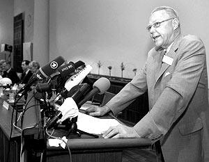 Профессор Ханс Йорнвал объявил первых нобелевских лауреатов 2007 года