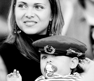 Молодой маме будут выплачивать ежемесячно по 6 тыс. рублей все время, пока папа служит