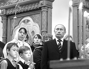 Президент России Владимир Путин во время службы в память жертв политических репрессий