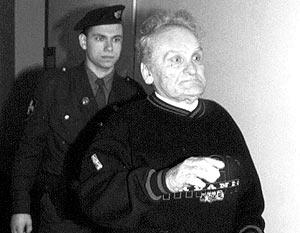 Прокуратура Латвии неоднократно обвиняла бывшего партизана Василия Кононова в военных преступлениях