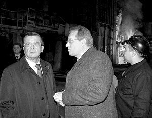 Премьер-министр РФ Виктор Зубков и генеральный директор завода «Серп и Молот» Сергей Пареньков
