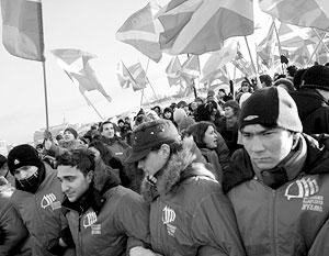 Трудовой год активисты движения «Наши» решили начать с фирменного – акции протеста возле здания Еврокомиссии