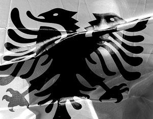 Евросоюз руками Марти Ахтисаари запретил косоварам иметь на национальных символах красный цвет и черных орлов