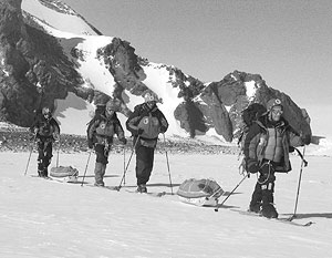 По словам альпинистов, они находятся в районе гор Гумбольдта массива Вольтат
