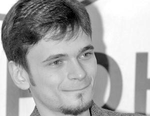 Всех остальных, кто вроде бы тоже заинтересовался опусом, Илья Яшин послал в те магазины, где продается написанный им шедевр