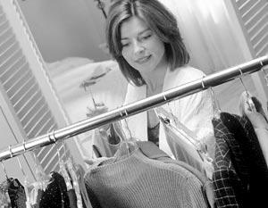 Гардероб деловой женщины должен включать 7 основных вещей: пальто, платье, жакет, юбку, блузку, брюки и трикотажный пуловер