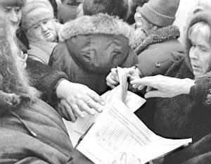 Пенсионеры оформляют документы для получения субсидий на оплату услуг ЖКХ