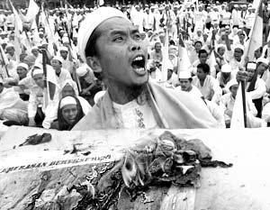 Акция протеста Фронта Защиты Ислама у посольства США в Джакарте