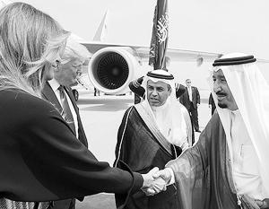 Супруга президента США Мелания Трамп показалась на местной публике без предписанного мусульманскими обычаями головного убора