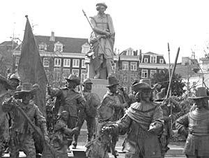 В декабре в самом центре Амстердама встали в натуральную величину выполненные бравые ребята «Ночного дозора»