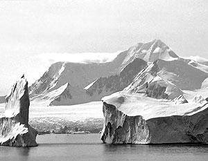 В результате падения гигантского метеорита на Антарктику была уничтожена большая часть жизни как на суше, так и в океане
