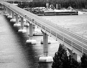 Продолжение строительства моста через Волгу в Волгограде, который в мае подвергся сильным колебаниям из-за ветра...