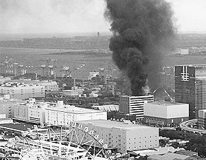 С колеса обозрения теперь можно увидеть только разрушенный Токио