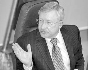 Предварительный вариант партийной программы представит на заседании бюро первый вице-спикер Госдумы Олег Морозов