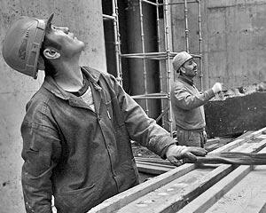 Согласно изменениям перед законом ответят в первую очередь работодатели, не брезгующие трудом нелегалов