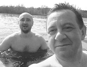 Лучший друг и работодатель Аркадия Бабченко (слева) Айдер Муждабаев пообещал отныне именовать его не иначе как «Бубликов»
