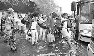 Эвакуация жителей Нового Орлеана (фото: ИТАР-ТАСС).
