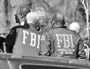 Чиновники ФБР признались, что подданные Саудовской Аравии, среди которых были и родственники Усамы бен Ладена, действительно спешно покидали территорию США