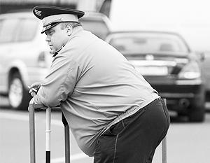 Пузатым полицейским приказали сесть на диету