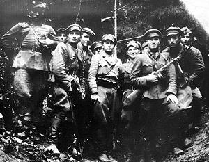 Фотография бандеровцев, сделанная в 1946 году в Карпатах