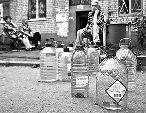 Даже в Киеве горожанам не раз приходилось искать питьевую воду в колодцах, в других регионах Украины ситуация не лучше