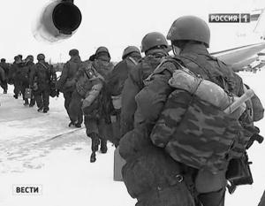 Один из эпизодов проверки. Десантники были внезапно подняты по тревоге и отправлены на аэродром, чтобы высадиться в другом конце России и провести марш-бросок