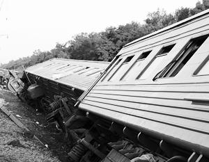 9 вагонов и локомотив скорого поезда Новосибирск - Адлер сошли с рельсов днем на ровном участке пути, пострадал 81...
