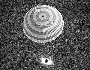 """При возвращении с МКС у космического корабля  """"Союз ТМА-08М """" отказали датчики, сообщил российский космонавт Павел."""