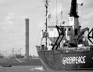 Пограничники открыли предупредительный огонь по ледоколу Greenpeace