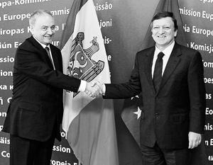 Президент Молдавии Николай Тимофти с главой Еврокомиссии португальцем Жозе Мануэлем Баррозу. Раньше много молдаван работало в Португалии, но экономический кризис заставил их искать работу в России