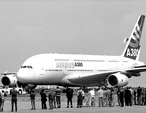 Представитель компании Ричард Гаона сообщил, что переговоры ведутся с двумя потенциальными покупателями, для которых Airbus сделает самолеты на базе суперлайнера А-380